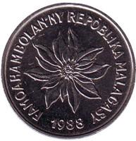 Пуансеттия. Монета 2 франка. 1988 год, Мадагаскар.