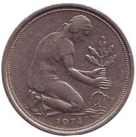 Женщина, сажающая дуб. Монета 50 пфеннигов. 1974 (D) год, ФРГ.