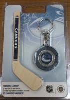"""Хоккейный клуб """"Ванкувер Кэнакс"""". Цветная монета номиналом 1 доллар в брелоке-шайбе, с мини-клюшкой. 2009 год, Канада."""